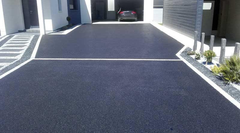 Cour de garage en enrobé noir à Laval